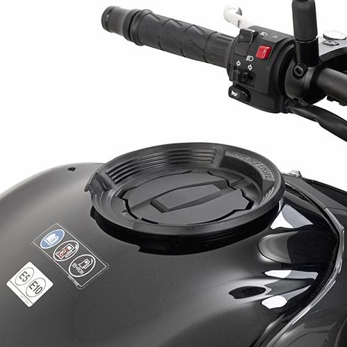 Anclaje Givi para bolsas Givi Tancklock para Kawasaki Versys X-300 y Z900 2017